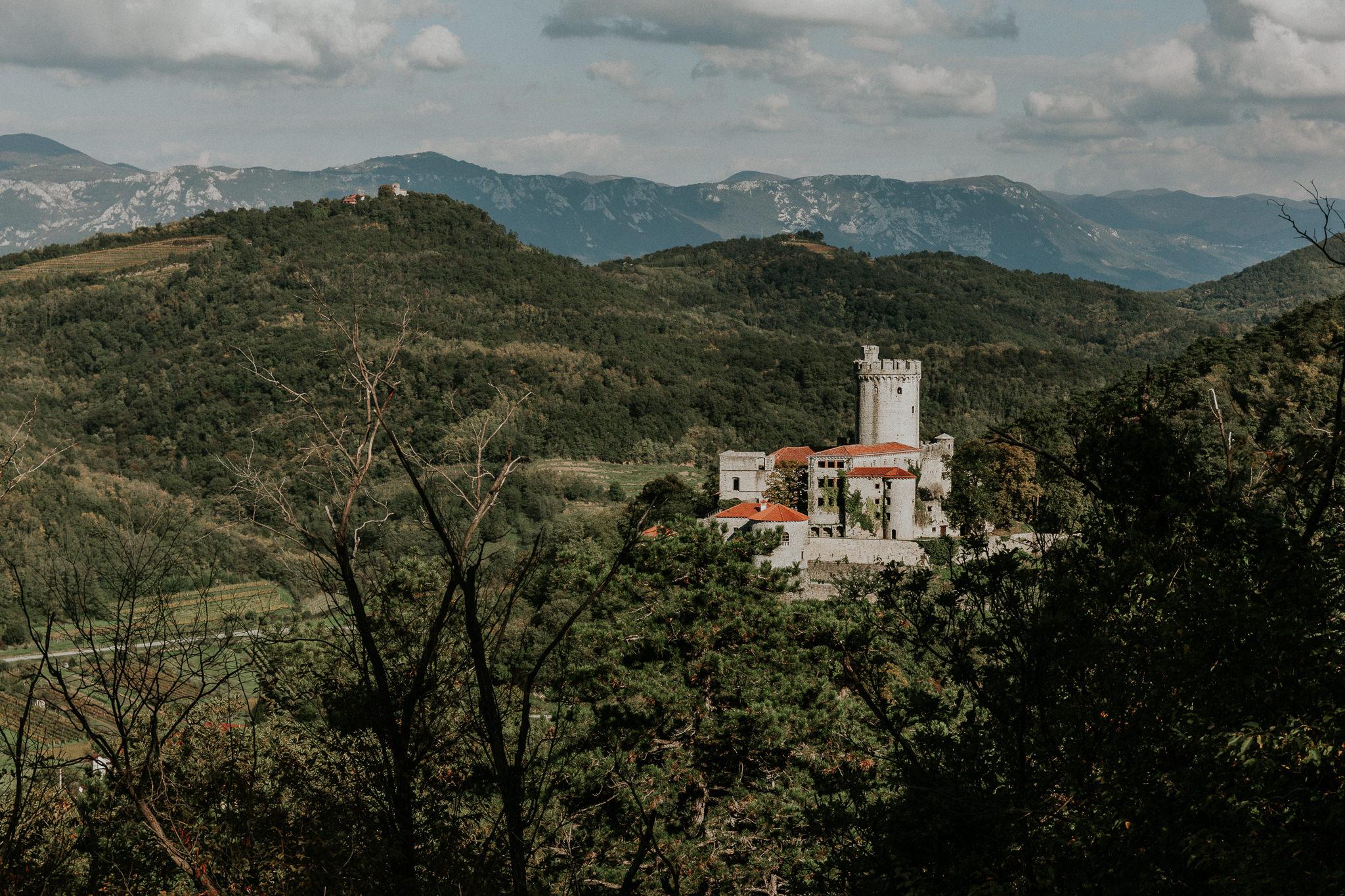Pogled na grad Rihemberk, kjer bo potekala vaša pravljična poroka.